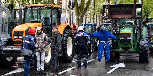 Les agriculteurs de la FNSEA accentuent la pression sur le gouvernement
