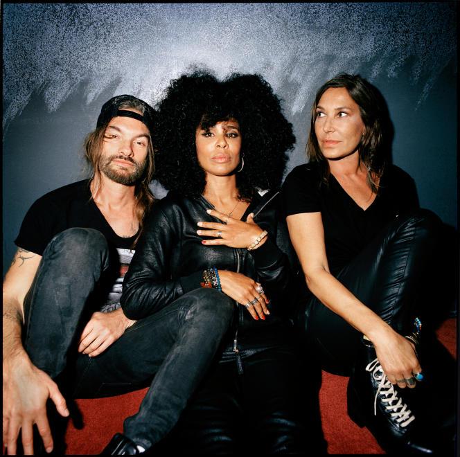 Frah et Samaha Sam, du groupe Shaka Ponk, et la chanteuse Zazie, fondateurs du collectif écologique « The Freaks», à Paris, le 25 novembre.
