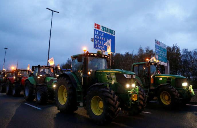 Les agriculteurs ont commencé leur opération sur l'A1 entre Lille et Paris mercredi 27 novembre à l'aube.
