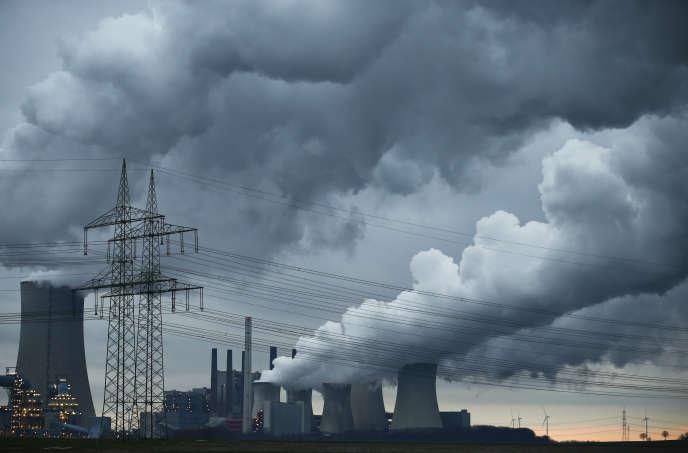 Une centrale à charbon de RWE, à Neurath près de Cologne, en 2016. Ce groupe allemand est fortement appuyé par la BNP Paribas.