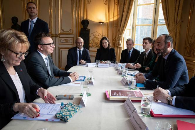 Le président de la CFTC Cyril Chabanier (à gauche) est reçu par Edouard Philippe à Matignon, le 25 novembre.