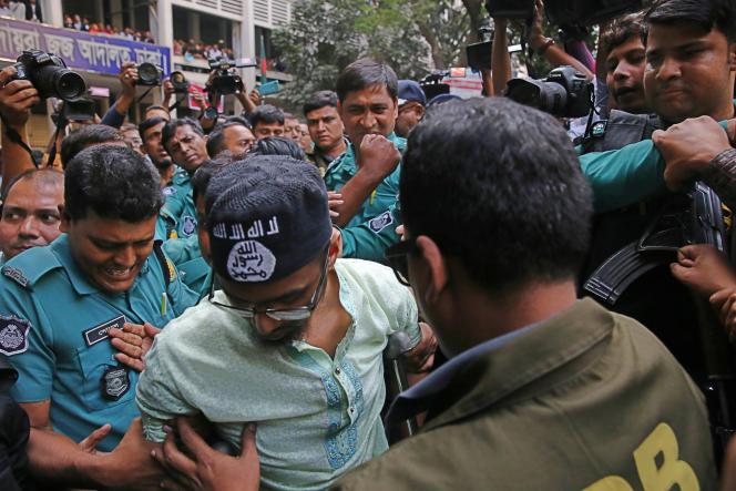 L'un des membres du groupe djihadiste condamné à mort mercredi 27 novembre,pour avoir attaqué à la machette un café de Dacca en 2016.