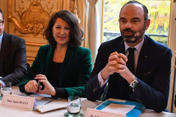 « La demande de soins va croissant et la tendance naturelle à l'augmentation des dépenses de santé se situe autour de 4 %» (Photo: le premier ministre et la ministre de la santé, Agnès Buzyn, à Matignon le 25 novembre).