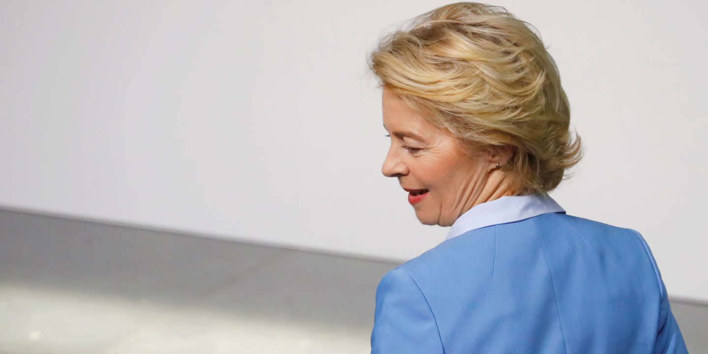 Elected European Commission President Ursula von der Leyen arrives to attend the swearing-in ceremony of Germany's new Defence Minister, Annegret Kramp-Karrenbauer, at the provisionally plenary hall of the German lower house of Parliament Bundestag at the Paul Loebe Haus in Berlin, Germany July 24, 2019. REUTERS/Hannibal Hanschke - RC11A225A4C0