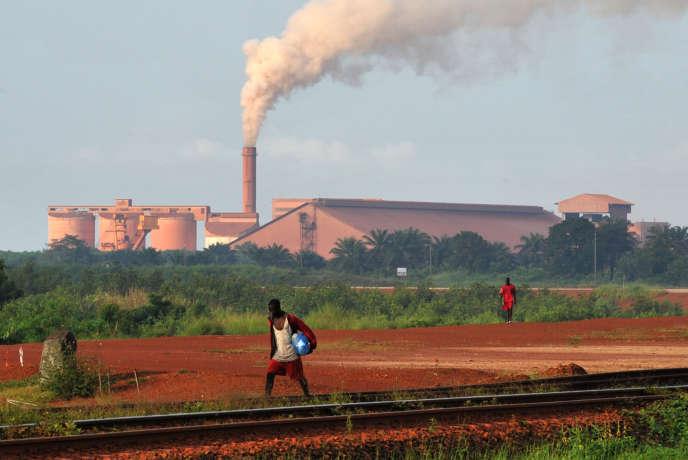 Une usine de la Compagnie des bauxites de Guinée, à Kamsar, en octobre 2008.