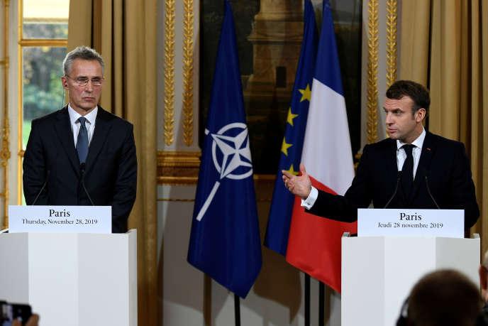Le secrétaire général de l'OTAN,Jens Stoltenberg, et le président français lors d'une conférence de presse à l'Elysée à la suite de leur rencontre, jeudi 28novembre, à Paris.