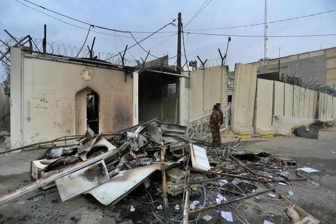 Le consulat iranien incendié de Nadjaf (Irak), le 29 novembre 2019.