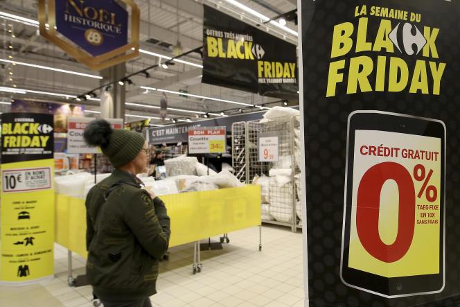 Dans le centre commercial Carrefour à la veille du «Black Friday», à Cesson (Seine-et-Marne), le 28 novembre 2019.