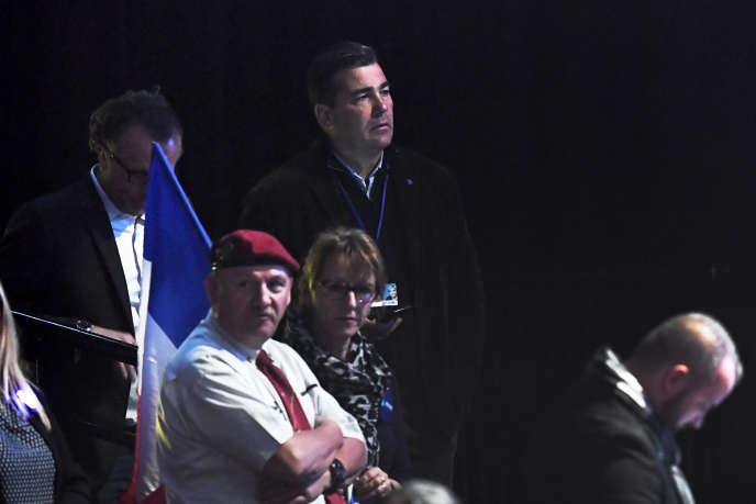 Frédéric Chatillon (au centre) lors d'un événement de campagne électorale duFront national, au Zénithde Paris, en avril 2017.