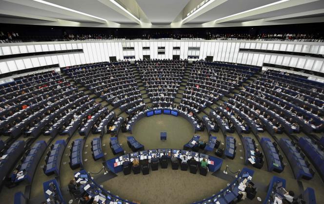 Le vote de la résolution, qui n'a pas de visée légale contraignante, a donné lieu à un débat sémantique sur l'opportunité de déclarer «l'urgence» ou «l'état d'urgence», surtout chez les anglophones et les germanophones.
