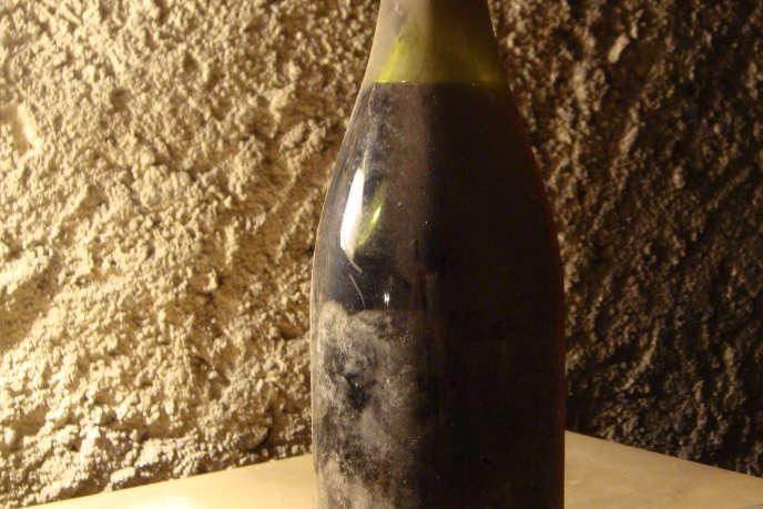 Une bouteille de romanée-conti 1962, conservée dans une cave auvergnate et expertisée en octobre 2011.
