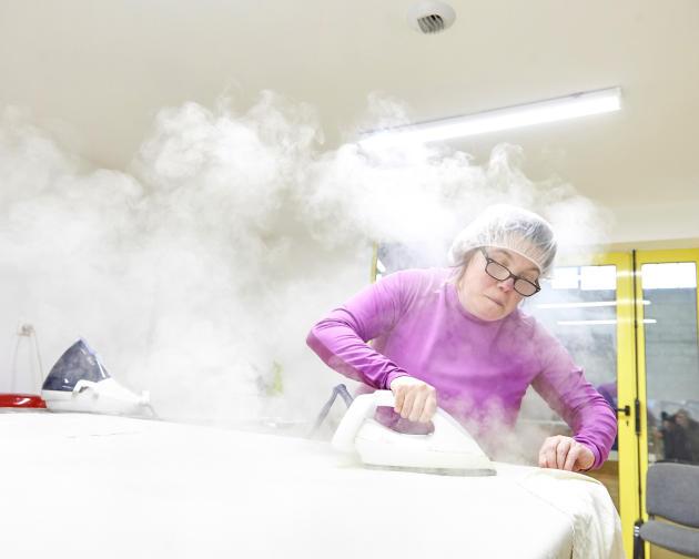 Atelier de blanchisserie de Tezea, à Pipriac, le 25 novembre 2019.