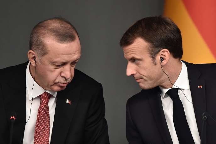 Le 27 octobre 2018, Recep Tayyip Erdogan et Emmanuel Macron assistent à une conférence dans le cadre d'un sommet pour trouver une solution politique durable àla guerre civile en Syrie, à Istanbul.