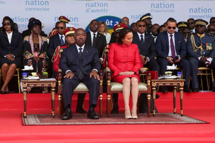Le président gabonais, Ali Bongo, et son épouse, Sylvia, lors de la fête de l'indépendance, à Libreville, le 17 août 2019.