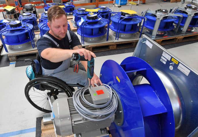 Dans l'usine allemande DencoHappel Production, en 2017.