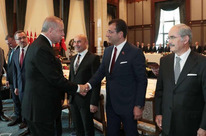 Le président turc, Recep Tayyip Erdogan, et le maire d'Istanbul, à Ankara, le 11 septembre. Image diffusée par le service de presse présidentiel.