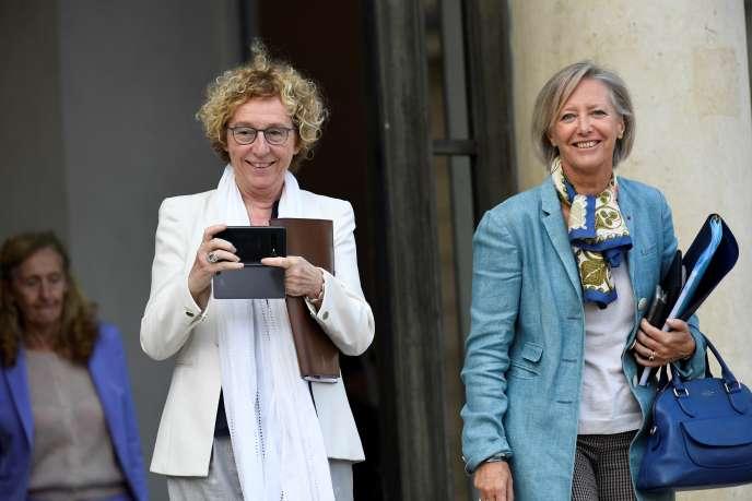 La ministre du travail Muriel Pénicaud (à gauche) et la secrétaire d'Etat chargée des personnes handicapées d'EtatSophie Cluzel, à Paris, le 9 octobre 2019.