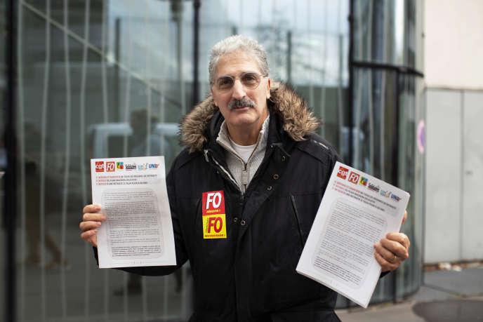 28 Novembre 2019- Pres de l'immeuble de France Television -dans le 15e arrondissement de Paris. - Distribution de tracts de l'intersyndicale en vue de la grève du 5 décembre.