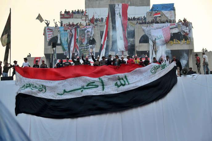 Rassemblement après l'annonce de la démission du premier ministre Adel Abdel Mahdi, sur la place Tahrir à Bagdad, le 29 novembre.
