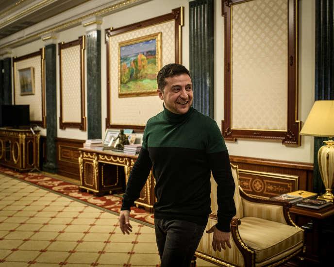 Tổng thống Ukraine Volodymyr Zelensky trong các văn phòng của chính quyền tổng thống ở Kiev vào ngày 30 tháng 11 năm 2019.