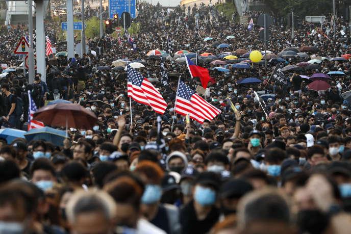 Les manifestants prodémocratie, toujours très mobilisés, dimanche 1er décembre.