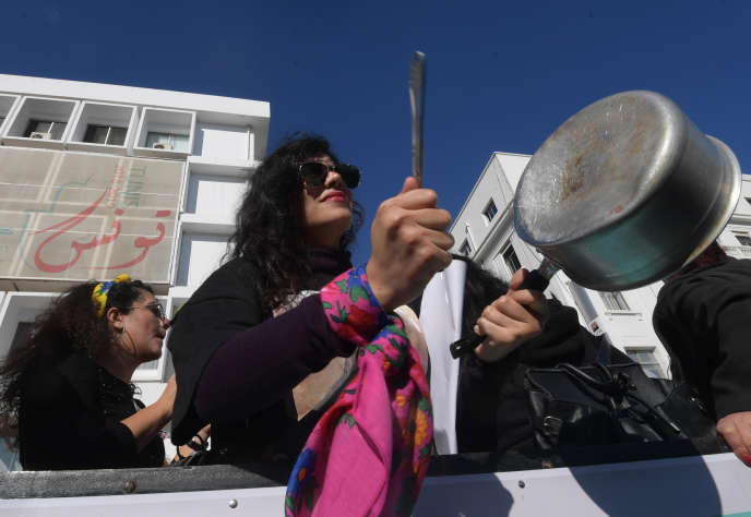 Une femme tunisienne, sympathisante d'
