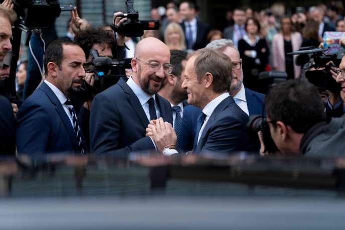 Le nouveau président du Conseil européen, Charles Michel (à gauche) et son prédécesseur, Donald Tusk (à droite), à Bruxelles, le 29 novembre.