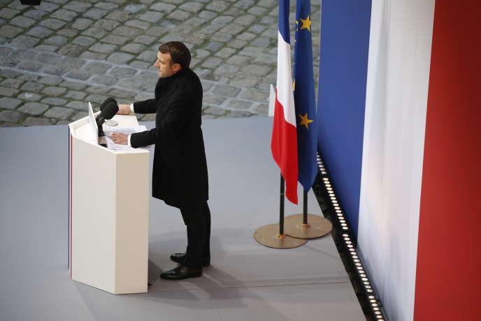 Emmanuel Macron lors de l'hommage aux treize soldats français morts au Mali dans la cour de l'hôtel des Invalides à Paris, le 2 décembre.