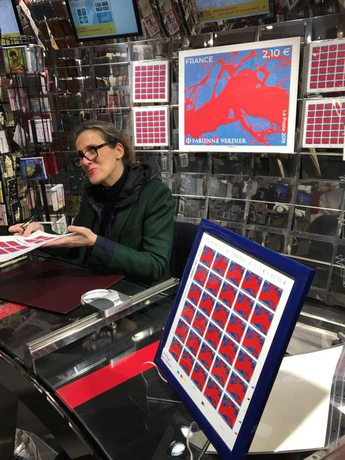 Fabienne Verdier, au Carré d'Encre, le 15 novembre, pour la vente anticipée de son timbre.