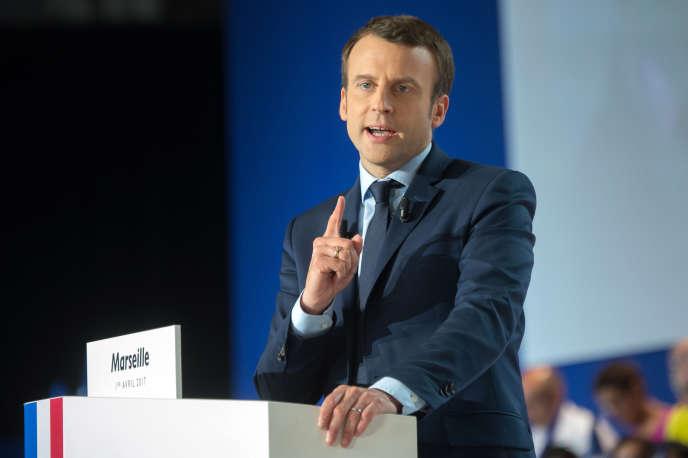 Emmanuel Macron, alors candidat à l'élection présidentielle, lors de son discours de campagne à Marseille, le 1er avril 2017.
