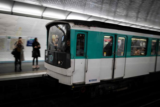 Seules les lignes 2, 4, 5, 7, 8, 12 et 13 du métro parisien connaissent quelques perturbations lundi 17février.
