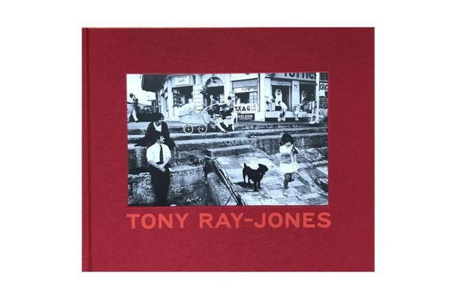 Mort à trente ans, Tony Ray-Jones a été l'un des photographes les plus marquants du siècle – ici, la couverture du livre.