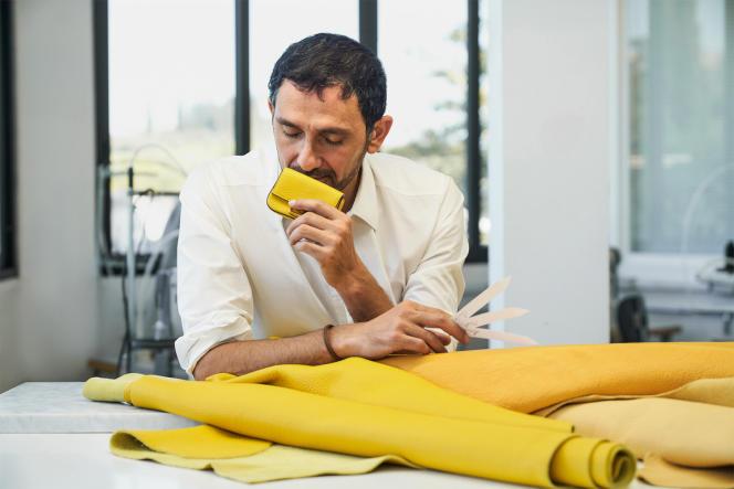 Le nez Francis Kurkdjian, créateurde la fragrance qui parfumele sac Baguette.