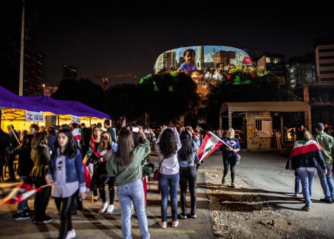 Le dôme du cinéma désaffecté a servi de support à une projection vidéo lors de la fête d'indépendance, à Beyrouth, le 22 novembre.