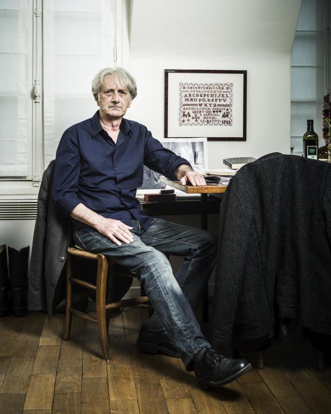 L'écrivain Patrick Deville, à Paris, en 2014.