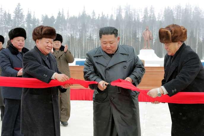 Le leader nord-coréen Kim Jung-un inaugure la ville nouvelle deSamjiyon, le 2 décembre 2019.