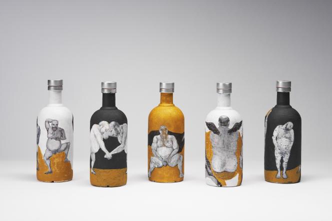 «The Naked Solitude» [«La Solitude nue»], de M. Mahdi Hamed Hassanzada, Istanbul, 2017. Acrylique et gesso sur bouteilles en verre. Collection de l'artiste.