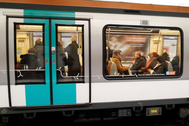 Dans le métro, à Paris, le 3 décembre 2019.
