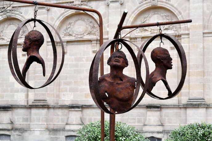 Cette sculpture de Sandrine Plante-Rougeol a été inaugurée le 2 décembre 2019 dans les jardins de l'hôtel de ville de Bordeaux.