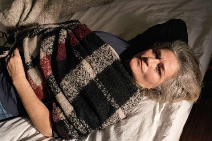 Christel Baras dans son appartement à Bagnolet, en Seine-Saint-Denis, le 22 novembre.