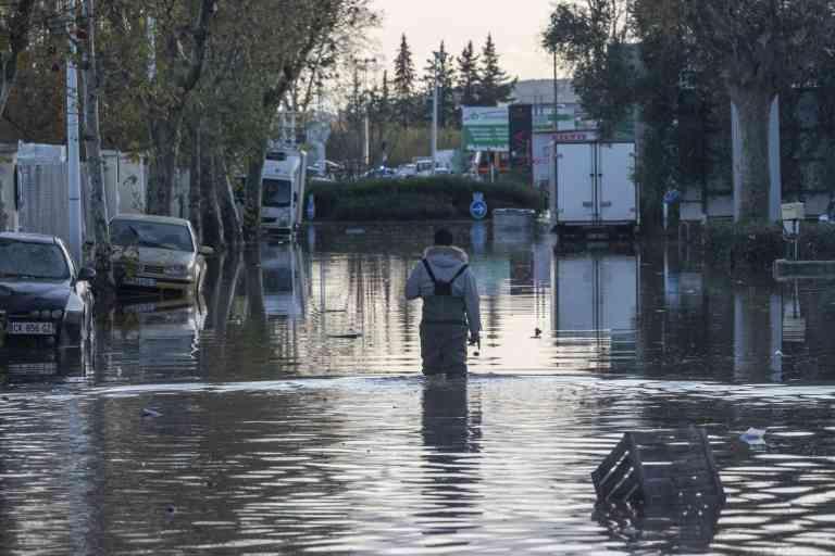 Dans la zone industrielle La Palud a Frejus de nombreuses entreprise sont sous l'eau