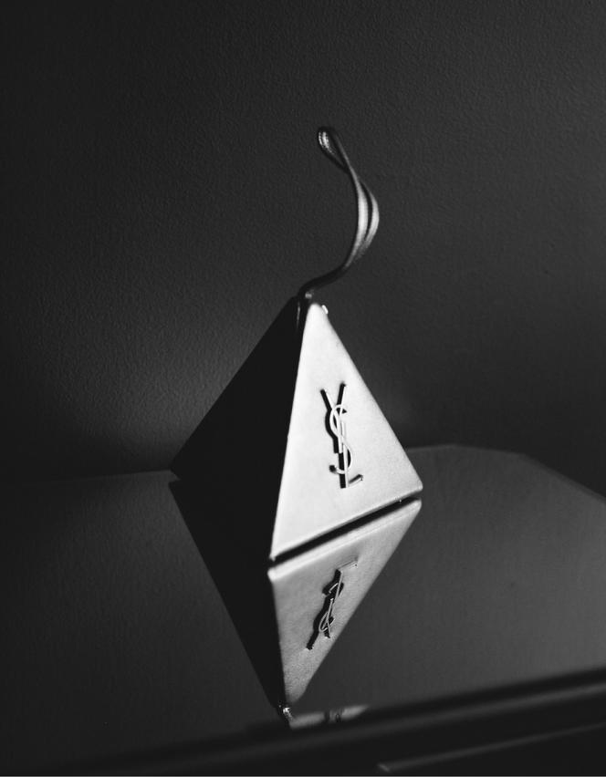 Pyramid box en cuir de veau, Saint Laurent par Anthony Vaccarello, 1250 €.