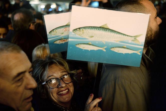 La sardine est le symbole de ce mouvement, ici à Florence, le 30 novembre 2019.
