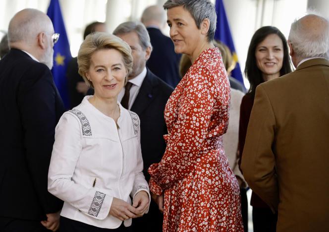 Margrethe Vestager (à droite sur la photo) et Ursula von der Leyen, respectivement vice-présidente exécutive et présidente de la Commision européenne. Ici, le 4 décembre à Bruxelles.