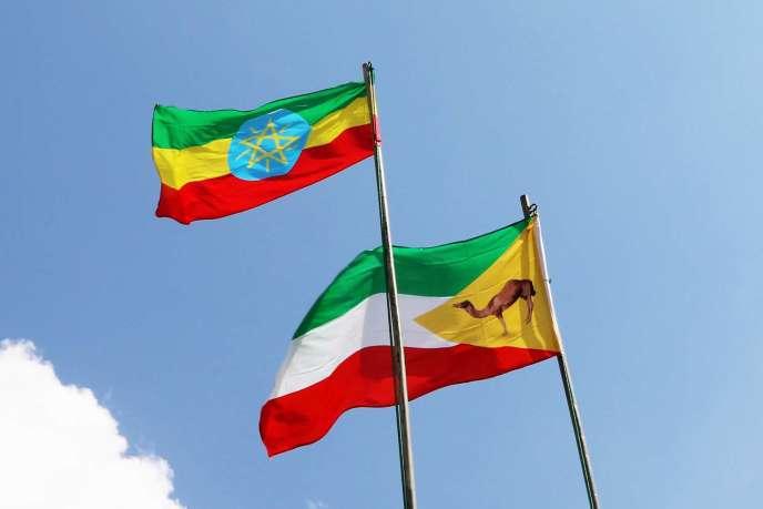 Les drapeaux éthiopien (en haut) et somali, à Djidjiga, en avril 2018.