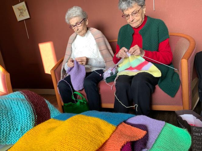 A la résidence seniors de Saint-Brévin-les-Pins (Loire-Atlantique), on tricote dur.