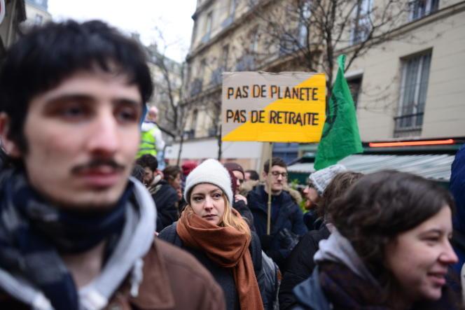 Manifestation à Paris contre la reforme des retraites, le 5 décembre. Boulevard Magenta.