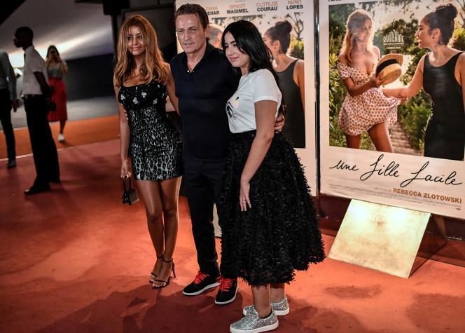 Les acteurs d'« Une fille facile» deRebecca Zlotowski, avec Zahia Dehar (à gauche), Benoit Magimel et Mina Farid, lors de l'avant-première du film à Paris, le 27 août. Ce long-métrage a été, en partie, subventionné par une Société de financement de l'industrie cinématographique et de l'audiovisuel Sofica.
