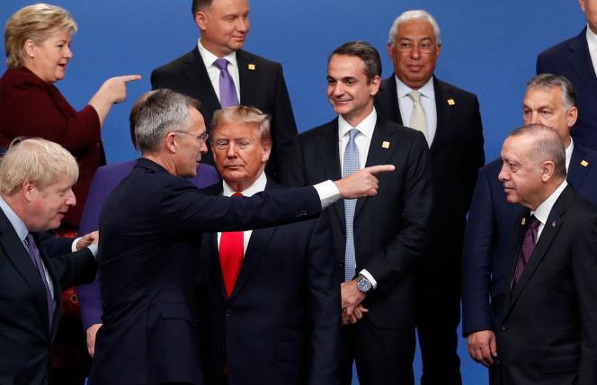 Le secrétaire général de l'OTAN, Jens Stoltenberg, en compagnie des dirigeants des pays de l'OTAN, mercredi 4 décembre, à Watford, près de Londres.