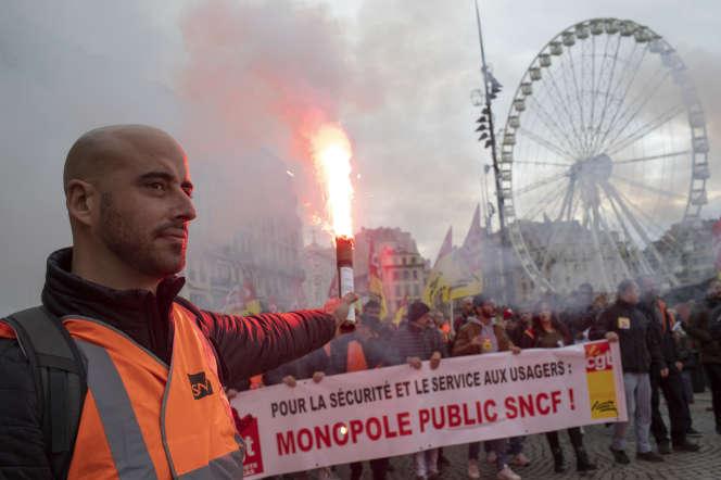 Manifestation contre les retraites, à Marseille, le 5 décembre.